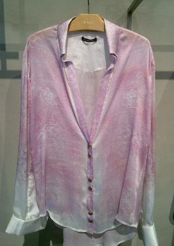 バルマンのピンクのシャツ