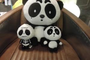 目が大きいパンダの人形