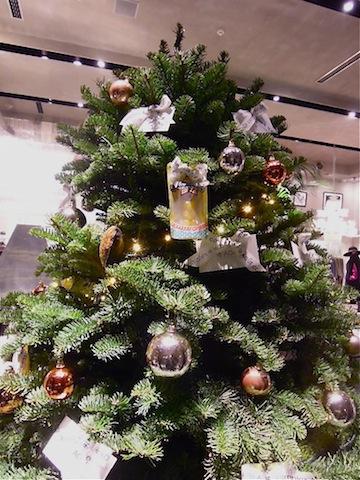 本物のもみの木でクリスマスツリー