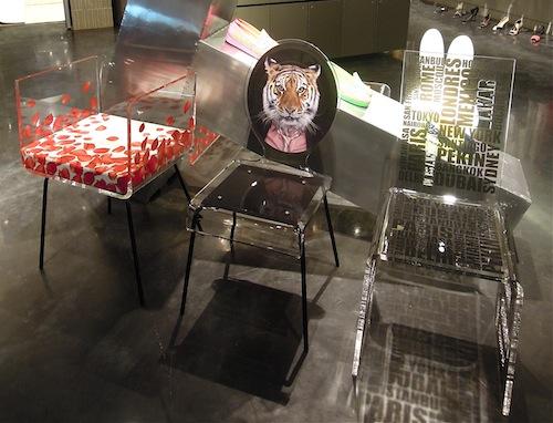 アクリルの椅子