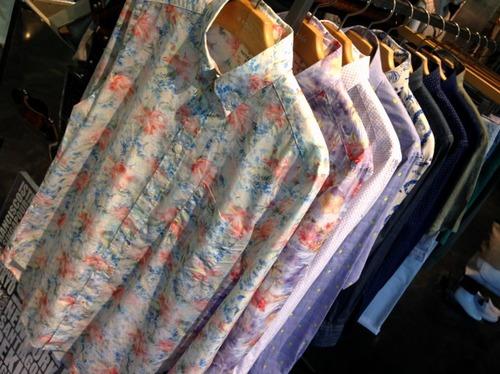 おしゃれな花柄シャツ