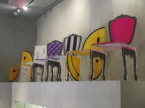 スマイル柄の椅子
