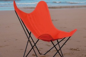 エアボーンの赤い椅子